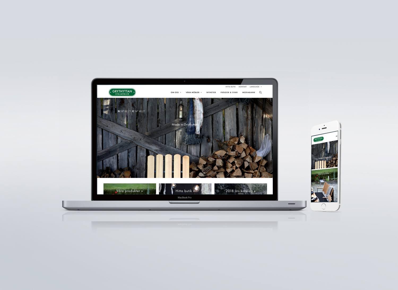 Laptop och smartphone visar Grythyttan Stålmöblers webbplats