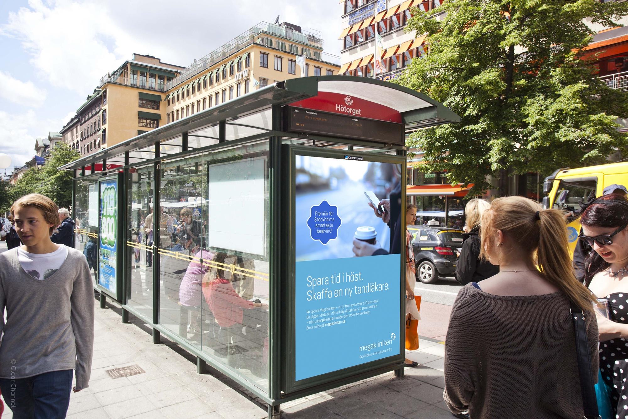 Busskur med reklam för Megakliniken